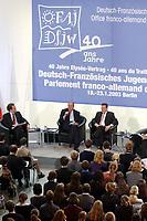 23 JAN 2003, BERLIN/GERMANY:<br /> Jacques Chirac (L), Praesident Frankreich, und Gerhard Schroeder (R), SPD, Bundeskanzler, waehrend einer Diskussion mit 500 Jugendlichen des deutsch-franzoesischen Jugendparlaments, Bundeskanzleramt<br /> IMAGE: 20030123-01-013<br /> KEYWORDS: Gerhard Schröder