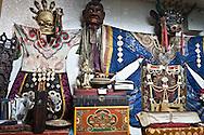 Mongolia. antiques shop Gandan : the Buddhist monastery  Ulan Baatar -     /  antiquaire devant Gandan le grand Monastere bouddhiste   Oulan Bator - Mongolie   B