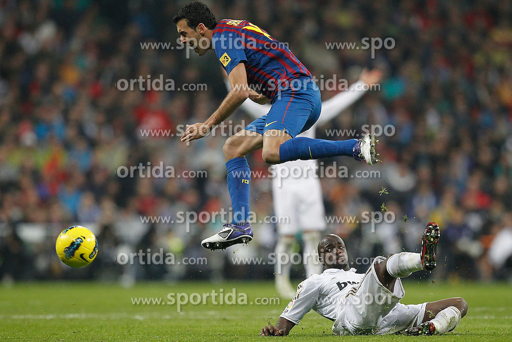 10.12.2011, Santiago Bernabeu Stadion, Madrid, ESP, Primera Division, Real Madrid vs FC Barcelona, 15. Spieltag, im Bild Real Madrid's Lassana Diarra and FC Barcelona's Sergio Busquets // during the football match of spanish 'primera divison' league, 15th round, between Real Madrid and FC Barcelona at Santiago Bernabeu stadium, Madrid, Spain on 2011/12/10. EXPA Pictures © 2011, PhotoCredit: EXPA/ Alterphotos/ Alex Cid-Fuentes..***** ATTENTION - OUT OF ESP and SUI *****