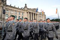 20 JUL 2008, BERLIN/GERMANY:<br /> Feierliches Geloebnis von Rekruten des Wachbataillons der Bundeswehr auf dem Platz der Republik vor dem Reichstagsgebaeude<br /> KEYWORDS: Soldat, Soldaten, Deutscher Bundestag, Oeffentliches Geloebnis, Öffentliches Gelöbnis, Vereidigung, Rekrutengelöbnis, Reichstag, Reichstagsgebäude<br /> IMAGE: 20080720-01-048