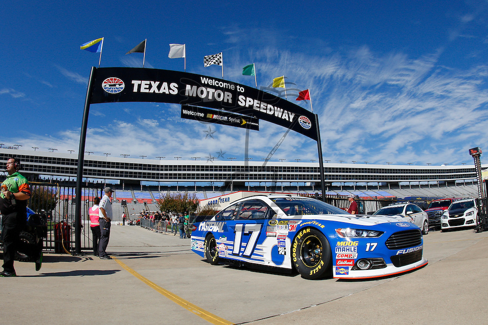 Ft. Worth, TX - Nov 06, 2015:  The NASCAR Sprint Cup Series teams take to the track to practice for the AAA Texas 500 at Texas Motor Speedway in Ft. Worth, TX.