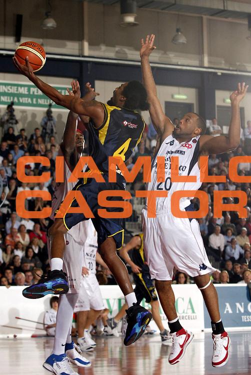 DESCRIZIONE : Biella Lega A1 2007-08 Angelico Biella Legea Scafati <br /> GIOCATORE : Marcus Hatten<br /> SQUADRA : Legea Scafati<br /> EVENTO : Campionato Lega A1 2007-2008 <br /> GARA : Angelico Biella Legea Scafati  <br /> DATA : 25/11/2007 <br /> CATEGORIA : Tiro<br /> SPORT : Pallacanestro <br /> AUTORE : Agenzia Ciamillo-Castoria/E.Pozzo <br /> Galleria : Lega Basket A1 2007-2008 <br /> Fotonotizia : Biella Campionato Italiano Lega A1 2007-2008 Angelico Biella Legea Scafati <br /> Predefinita :