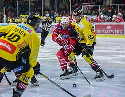 24.01.2020, Stadthalle, Klagenfurt, AUT, EBEL, EC KAC vs Vienna Capitals, 43. Runde, im Bild Marc-Andè DORION (SPUSU VIENNA CAPITALS, #10), Manuel GEIER (EC KAC, #21), Mario FISCHER (SPUSU VIENNA CAPITALS, #50) // during the Erste Bank Eishockey League 43th round match between EC KAC and Vienna Capitals at the Stadthalle in Klagenfurt, Austria on 2020/01/24. EXPA Pictures © 2020, PhotoCredit: EXPA/ Gert Steinthaler