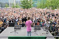 19 JUL 2019, BERLIN/GERMANY:<br /> Greta Thunberg, Klimaschutzaktivistin aus Schweden, haelt eine Rede auf einer Demonstration von Schuelern und Jugendlichen fuer einen besseren Schutz des Klimas, Invalidenpark<br /> IMAGE: 20190719-01-042<br /> KEYWORDS: Demo, Protest, Klimaschutz, Klimawandel, Schüler, climate, speech