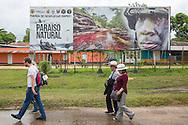 La Macarena, Meta, Colombia - 14.09.2016        <br /> <br /> Just arrive airplane passengers passing a army-billboard at the airport of the village Colombian village La Macarena. Five army battalions based in Macarena, a former FARC controlled area. The airport is one of to arriving airports of the 10th FARC conference.<br /> <br /> Gerade angekommene Flugzeugpassagiere laufen auf dem Flughafen von La Macarena an einer Armee-Werbetafel vorbei. In der frueher von der FARC kontrollierten Dorf sind fuenf Armee-Batallione stationiert. Der Flughafen ist einer von zwei an Anreiseflughaefen zur 10. FARC Konferenz<br /> <br /> Photo: Bjoern Kietzmann