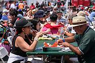 新华社照片,洛杉矶,2017年7月17日<br />     (国际)(13)第十九届年度洛杉矶港口龙虾节<br />     7月16日,民众品尝新鲜龙虾大餐。<br />     在美国洛杉矶圣佩德罗,大批民众出席了号称世界上最大龙虾节&quot;第十九届年度洛杉矶港口龙虾节&quot;。<br />     新华社发(赵汉荣摄)<br /> People enjoy the lobsters at the 19th Annual Port of Los Angeles Lobster Festival in San Pedro, California, the United States, Sunday, July 16, 2017. The world&rsquo;s largest lobster festival, which has been a Southern California tradition since 1999. The event features fresh Maine lobster, wine and draft beer, free entertainment, live music, shopping, and other culinary delights. (Xinhua/Zhao Hanrong)(Photo by Ringo Chiu)<br /> <br /> Usage Notes: This content is intended for editorial use only. For other uses, additional clearances may be required.