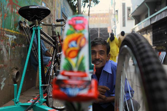 Rickshaw worker in Old Dhaka (Bangladesh).