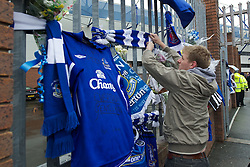 04.12.2011, Goodison Park, Liverpool, ENG, Premier League, FC Everton vs Stoke City, 14. Spieltag, im Bild Shirts and scarves are left as tributes to former Everton player and Wales manager Gary Speed, who died earlier this week, outside Goodison Park // before the football match of english Premier League, 14th round between FC Everton vs Stoke City at Goodison Park, Liverpool, ENG on 2011/12/04. EXPA Pictures © 2011, PhotoCredit: EXPA/ Sportida/ David Rawcliff..***** ATTENTION - OUT OF ENG, GBR, UK *****