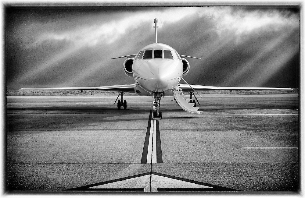 The Dassault Falcon 2000 is a French Business jet, twin-engine, with transcontinental range.