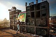 """Morro dos Prazeres, sete da manhã Desmontagem da Equipe Pitbull Boladinho. //.7 in the morning. Dismounting the soudsystem Pitbull - Boladinho after the """"baile"""" which gathered at least 500 dancers on the top of the favela Morro dos Prazeres..The speaker boxes will be transported by men through the narrow lanes of the slum down to the entrance of the favela, only access point for the transport trucks. Santa Teresa, Rio de Janeiro 2007..//           Démontage de l´équipe de son """"Pitbull - Boladinho"""", à 7h00 du matin, après le baile qui a réunit au moins 500 personnes au somment de la favela du Morro dos Prazeres. Les caisses d´enceintes sont transportée à dos d´homme à travers les ruelles de la favela jusqu´à son entrée, seul accès pour le camion qui la transporte. Santa Teresa, Rio de Janeiro 2007."""