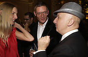Rebecca Lowthorpe, Giles Deacon and Stephen Jones. British Fashion awards 2005. V. & A. Museum. Cromwell Rd. London.   10  November 2005 . ONE TIME USE ONLY - DO NOT ARCHIVE © Copyright Photograph by Dafydd Jones 66 Stockwell Park Rd. London SW9 0DA Tel 020 7733 0108 www.dafjones.com