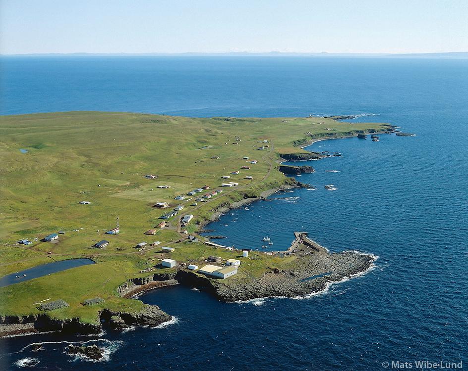 Grímsey, séð til suðausturs yfir höfninn, Grímseyjarhreppur. Loftmynd. /  .Aerial view south over the village in Grimsey. Grimseyjarhreppur.