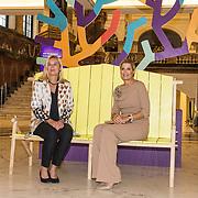NLD/Amsterdam/20191008 - Maxima bij Conferentie voor Mental Health and Psychosocial Support, Koningin  en Minister Sigrid Kaag