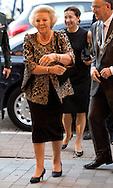 5-9-2013 ROTTERDAM - Prinses Beatrix schudt de hand van dirigent Valery Gergiev bij het openingsconcert bij van de 18e editie van het Rotterdam Philharmonic Gergiev Festival. COPYRIGHT ROBIN UTRECHT