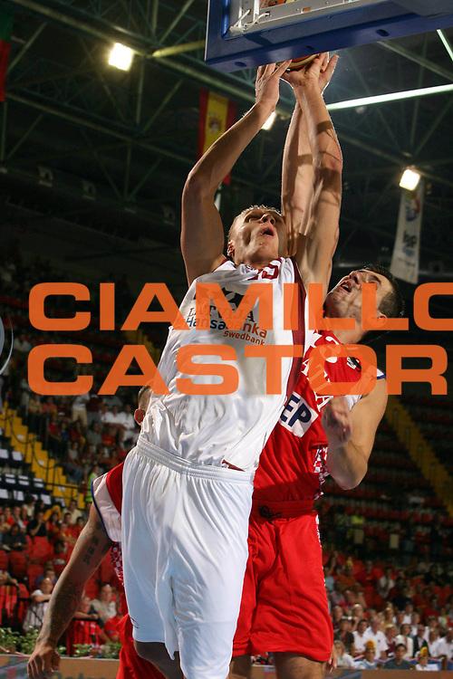 DESCRIZIONE : Siviglia Sevilla Spagna Spain Eurobasket Men 2007 Lettonia Croazia Latvia Croatia <br /> GIOCATORE : Andris Biedrins <br /> SQUADRA : Lettonia Latvia <br /> EVENTO : Eurobasket Men 2007 Campionati Europei Uomini 2007 <br /> GARA : Lettonia Croazia Latvia Croatia <br /> DATA : 03/09/2007 <br /> CATEGORIA : Tiro <br /> SPORT : Pallacanestro <br /> AUTORE : Ciamillo&amp;Castoria/E.Castoria <br /> Galleria : Eurobasket Men 2007 <br /> Fotonotizia : Sevilla Spagna Spain Eurobasket Men 2007 Lettonia Croazia Latvia Croatia <br /> Predefinita :