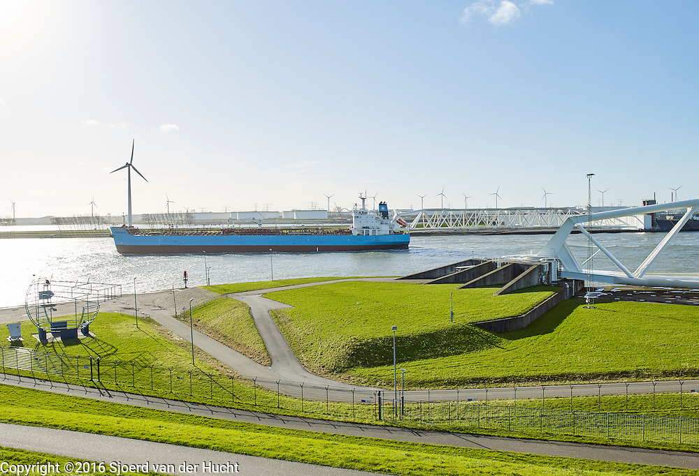 Maeslantkering bij Hoek van Holland. De Maeslantkering is onderdeel van de Europoortkering, laatste onderdeel van de Deltawerken. -  The Maeslantkering, a storm surge barrier, part of the Delta Works, Hoek van Holland, Netherlands.The Maeslantkering is one of the largest moving structure on Earth.