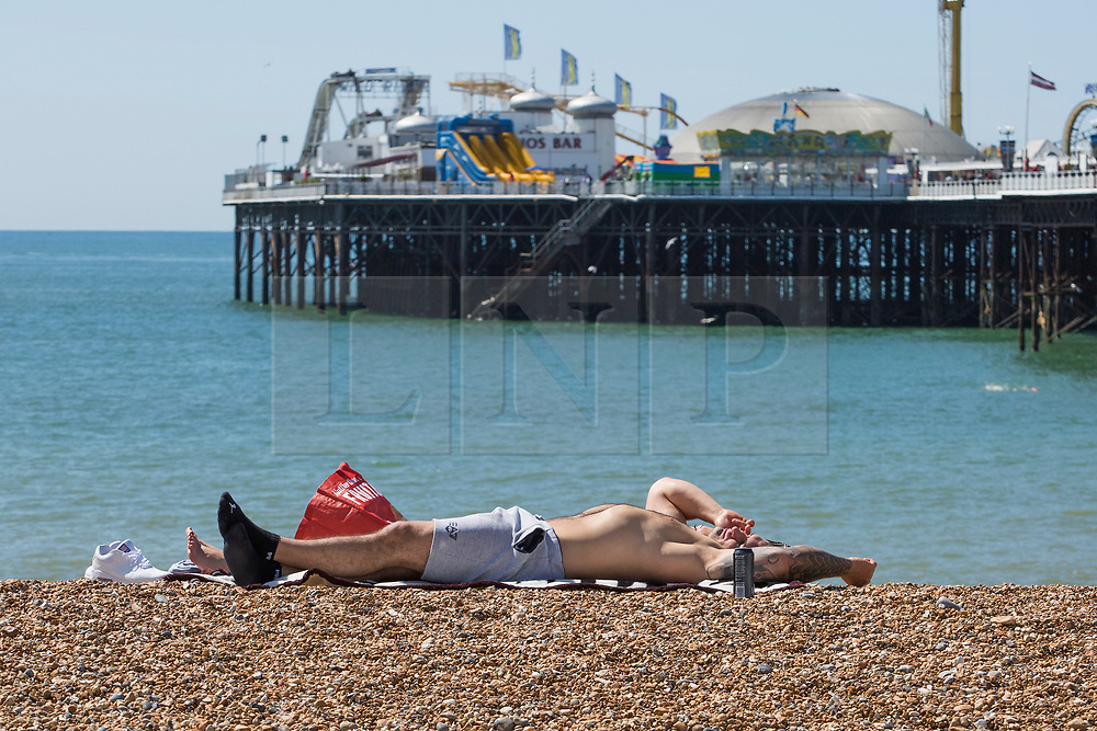 © Licensed to London News Pictures. 21/05/2017. Brighton, UK. Members of the public take advantage of the sunny weather to spent some time on the beach in Brighton and Hove. Photo credit: Hugo Michiels/LNP