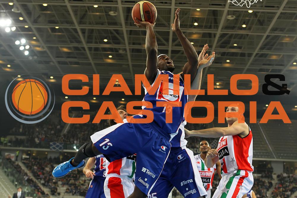 DESCRIZIONE : Torino Coppa Italia Final Eight 2012 Semifinale Scavolini Siviglia Pesaro Bennet Cantu<br /> GIOCATORE : Doron Perkins<br /> SQUADRA : Bennet Cantu <br /> EVENTO : Suisse Gas Basket Coppa Italia Final Eight 2012<br /> GARA : Scavolini Siviglia Pesaro Bennet Cantu<br /> DATA : 18/02/2012<br /> CATEGORIA : tiro<br /> SPORT : Pallacanestro<br /> AUTORE : Agenzia Ciamillo-Castoria/ElioCastoria<br /> Galleria : Final Eight Coppa Italia 2012<br /> Fotonotizia : Torino Coppa Italia Final Eight 2012 Semifinale Scavolini Siviglia Pesaro Bennet Cantu<br /> Predefinita :