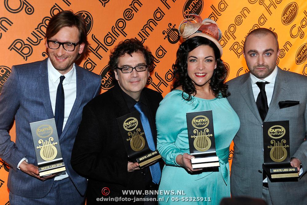 NLD/Utrecht/20110303 - Buma Stemra Harpengala 2011, Caro Emerald met Gouden Harp en band
