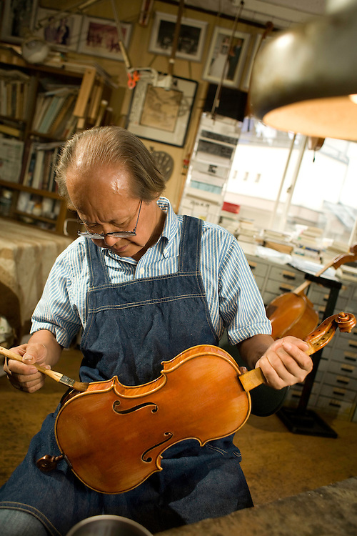 Violins are full of mysteries, which keeps me fascinat-ed with violin-making, says Chang Heryern Jin, a Korea-born violin craftsman who lives in Tokyo. Chang's vio-lins are highly esteemed and favored by many professional musicians. His newly pro-duced violins are priced at \1.5 million, but decades-old ones go for more than \3 million...Chang was internationally recognized in 1976 when he was awarded the first prize in an international competition of violin- and cello-making in the United States. He earned five gold medals out of six categories in the competition, and was given the special title of Hors Concours & .Master Maker. There are only five craftsmen who hold the title in the world, and he is the on-ly Asian.