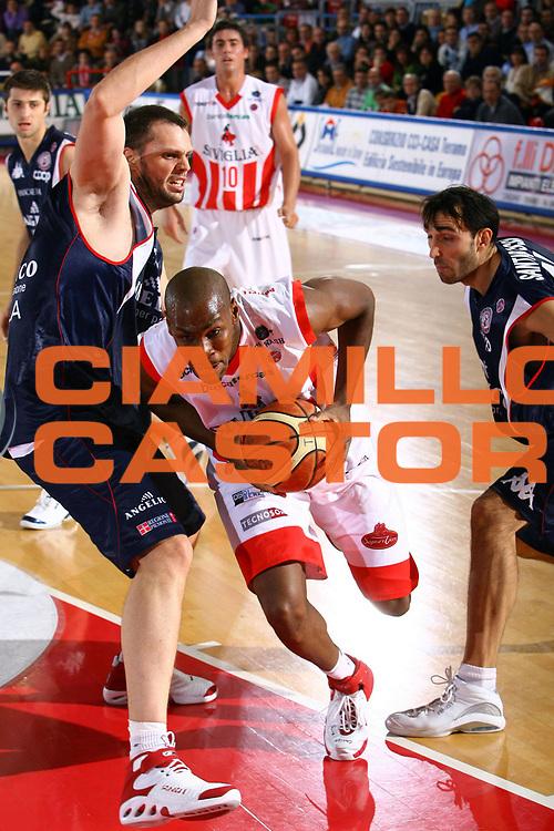 DESCRIZIONE : Teramo Lega A1 2007-08 Siviglia Wear Teramo Angelico Biella<br /> GIOCATORE : Clay Tucker<br /> SQUADRA : Siviglia Wear Teramo<br /> EVENTO : Campionato Lega A1 2007-2008 <br /> GARA : Siviglia Wear Teramo Angelico Biella<br /> DATA : 18/11/2007 <br /> CATEGORIA : penetrazione<br /> SPORT : Pallacanestro <br /> AUTORE : Agenzia Ciamillo-Castoria/M.Carrelli<br /> Galleria : Lega Basket A1 2007-2008<br /> Fotonotizia : Teramo Campionato Italiano Lega A1 2007-2008 Siviglia Wear Teramo Angelico Biella<br /> Predefinita :