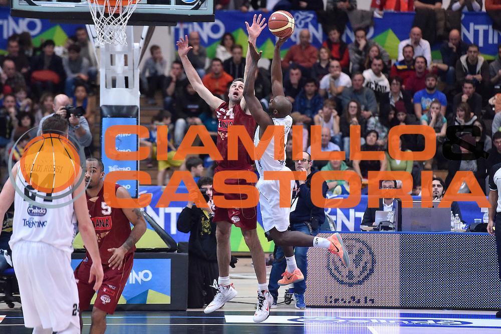DESCRIZIONE : Campionato 2014/15 Serie A Beko Dolomiti Energia Aquila Trento - Umana Reyer Venezia<br /> GIOCATORE : Keaton Grant Tomas Ress<br /> CATEGORIA : Tiro Penetrazione Controcampo Difesa<br /> SQUADRA : Dolomiti Energia Aquila Trento<br /> EVENTO : LegaBasket Serie A Beko 2014/2015<br /> GARA : Dolomiti Energia Aquila Trento - Umana Reyer Venezia<br /> DATA : 26/12/2014<br /> SPORT : Pallacanestro <br /> AUTORE : Agenzia Ciamillo-Castoria/GiulioCiamillo<br /> Galleria : LegaBasket Serie A Beko 2014/2015