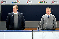 15.11.2015, Olympia Eishalle, Muenchen, GER, DEL, EHC Red Bull Muenchen vs Adler Mannheim, 18. Runde, im Bild Steve Walker, CoTrainer (Adler Mannheim), Don Jackson, Trainer (EHC Red Bull Muenchen), v.li. beobachten, // during the German DEL Icehockey League 18th round match between EHC Red Bull Muenchen and Adler Mannheim at the Olympia Eishalle in Muenchen, Germany on 2015/11/15. EXPA Pictures © 2015, PhotoCredit: EXPA/ Eibner-Pressefoto/ Buthmann<br /> <br /> *****ATTENTION - OUT of GER*****