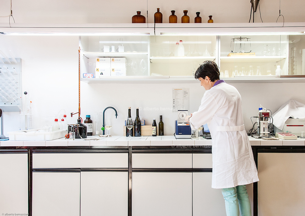 Magrè, Tenuta Tòr Löwengang, Marion Pedron nel laboratorio