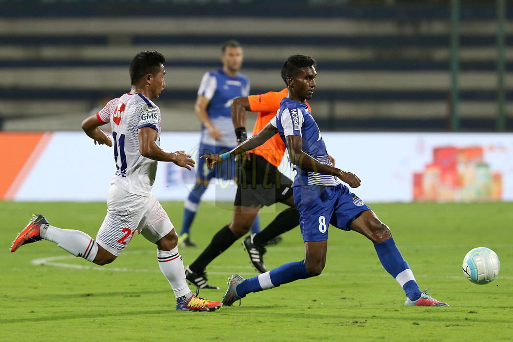 Lenny Rodrigues of Bengaluru FC  in action during match 10 of the Hero Indian Super League between Bengaluru FC and Delhi Dynamos FC held at the Sree Kanteerava Stadium, Bangalore, India on the 26th November 2017<br /> <br /> Photo by: Faheem Hussain / ISL / SPORTZPICS