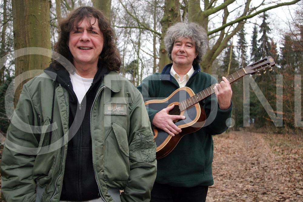 060302, nieuwleusen, ned,<br /> Leden van de band Crying Wood maken een herstart na vele jaren,<br /> fotografie frank uijlenbroek&copy;2006 jasper van der zwan
