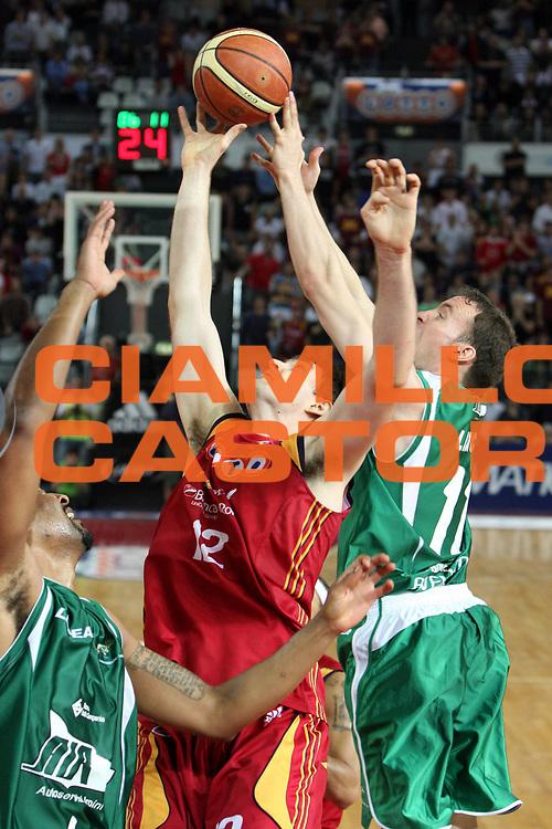 DESCRIZIONE : Roma Lega A1 2007-08 Playoff Semifinale Gara 1 Lottomatica Virtus Roma Air Avellino<br />GIOCATORE : Erazem Lorbek<br />SQUADRA : Lottomatica Virtus Roma<br />EVENTO : Campionato Lega A1 2007-2008 <br />GARA : Lottomatica Virtus Roma Air Avellino<br />DATA : 23/05/2008 <br />CATEGORIA : Rimbalzo<br />SPORT : Pallacanestro <br />AUTORE : Agenzia Ciamillo-Castoria/G.Ciamillo