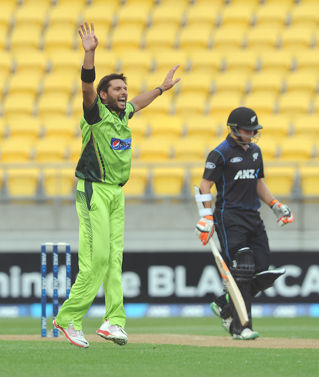Pakistan's Shahid Afridi dismisses New Zealand's Tom Latham for 23 in the 1st One Day International cricket match at Westpac Stadium, New Zealand, Saturday, January 31, 2015. Credit:SNPA / Ross Setford