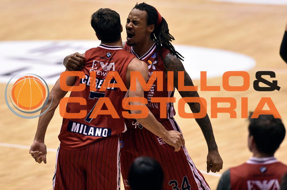 DESCRIZIONE : Milano Lega A 2014-15 EA7 Emporio Armani Milano vs Banco di Sardegna Sassari playoff Semifinale gara 7 <br /> GIOCATORE : David Moss Bruno Cerella<br /> CATEGORIA : esultanza coppia<br /> SQUADRA : EA7 Emporio Armani Milano<br /> EVENTO : PlayOff Semifinale gara 7<br /> GARA : EA7 Emporio Armani Milano vs Banco di Sardegna SassariPlayOff Semifinale Gara 7<br /> DATA : 10/06/2015 <br /> SPORT : Pallacanestro <br /> AUTORE : Agenzia Ciamillo-Castoria/GiulioCiamillo<br /> Galleria : Lega Basket A 2014-2015 Fotonotizia : Milano Lega A 2014-15 EA7 Emporio Armani Milano vs Banco di Sardegna Sassari playoff Semifinale  gara 7 Predefinita :