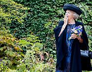 Prinses Beatrix bij opening jubileumexpositie 25 jaar Museum De Pont