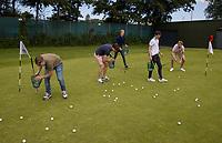 DEN HAAG -  -  - NGF GolfStart bij Golfclub Leeuwenbergh. ballen rapen.        COPYRIGHT KOEN SUYK