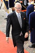 Aankomst koninklijke familie in de gouden koets bij de Ridderzaal op Prinsjesdag 2012. /// Arrival royal family in the golden coach at the Riddrerzaal on &quot;Prinsjesdag&quot;in The Hague<br /> <br /> Op de foto / On the photo:<br /> Pieter van Vollenhoven