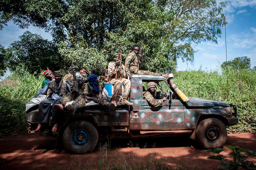 27/09/2013. Route de Bossangoa. Republique Centrafricaine. Des éléments de la ex-Seleka patrouillent sur la route de Bossangoa. ©Sylvain Cherkaoui/Cosmos
