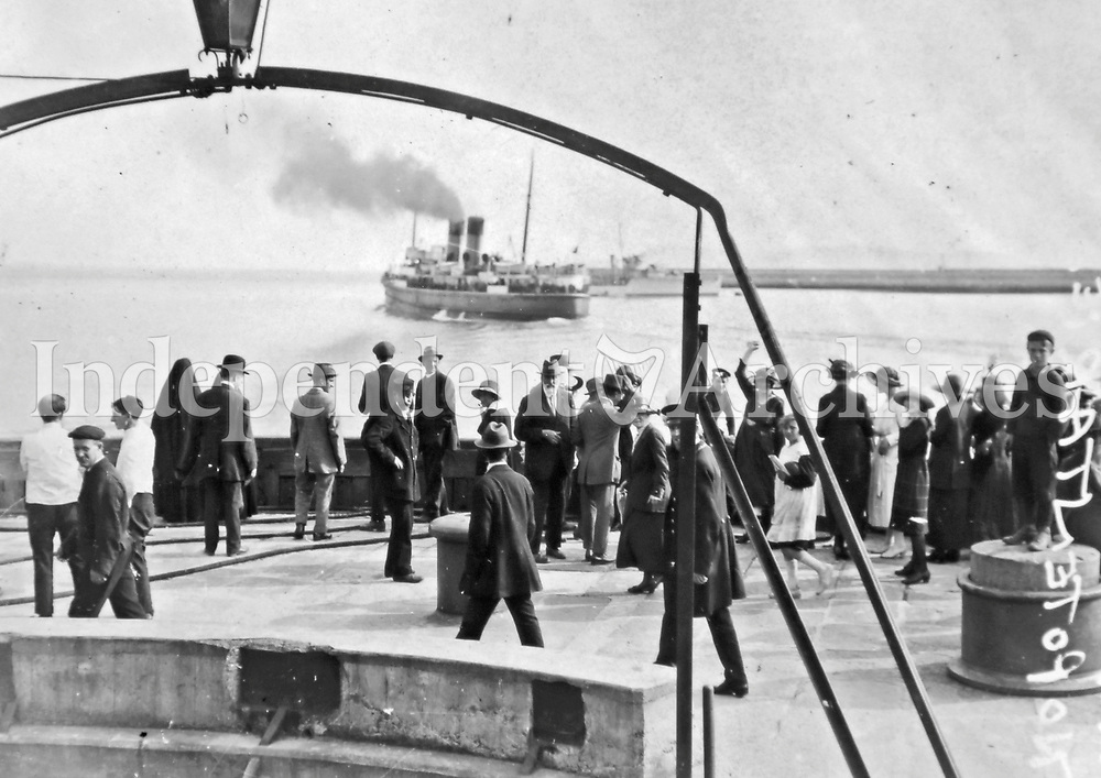 The mailboat carrying the Irish delegation to London for negotiations departs Kingstown (Dun Laoghaire), 1921. (Part of the Independent Newspapers Ireland/NLI Collection)
