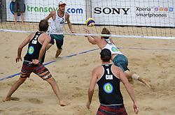 16-07-2014 NED: FIVB Grand Slam Beach Volleybal, Apeldoorn<br /> Poule fase groep A mannen - Centercourt Markt Apeldoorn, Chaim Schalk (1), Ben Saxton (2) CAN, Alexander Walkenhorst (1), Stefan Windscheif (2) GER