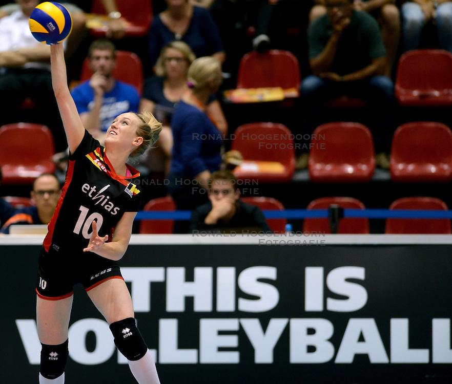 08-08-2014 NED: FIVB Grand Prix Belgie - Polen, Doetinchem<br /> Lise Van Hecke