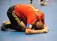 Fussball  International  FIFA  FUTSAL WM 2008   09.10.2008 Vorrunde Gruppe D Spain - Uruguay Spanien - Uruguay JAVI RODRIGUEZ (ESP) kniet verletzt auf dem Boden.