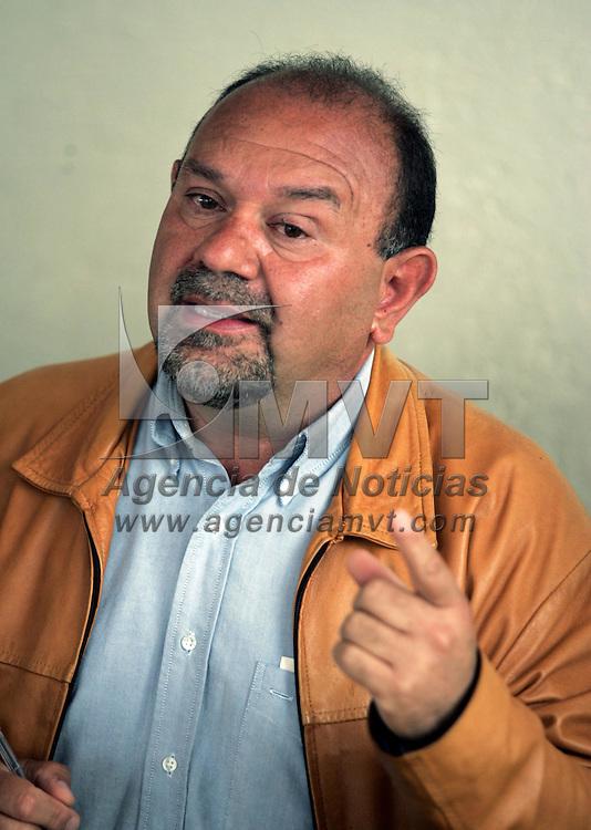 Toluca, Mex.- Abraham Aguila Boudib, presidente de la Asociación de Autoridades Auxiliares de Toluca 2006-2009,  dijo en conferencia de prensa que el alcalde Juan Rodolfo Sánchez Gómez no ha realizado obra pública en colonias de la ciudad sino simplemente se ha enfocado en el centro historico. Agencia MVT / Javier Rodriguez. (DIGITAL)<br /> <br /> NO ARCHIVAR - NO ARCHIVE