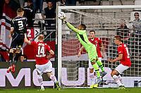 ALKMAAR - 26-09-2015, AZ - Heracles Almelo, AFAS Stadion, 3-1, competitie debuut van AZ keeper Gino Coutinho (m), Heracles Almelo speler Mike te Wierik (l).