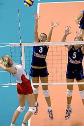 30-09-2006 VOLLEYBAL: KWALI WGP2007: TURKIJE - ITALIE: VARNA<br /> Italie wint van Turkije en plaatst zich voor WGP 2007 / Elisa Togut en Sara Anzanello<br /> ©2006: WWW.FOTOHOOGENDOORN.NL