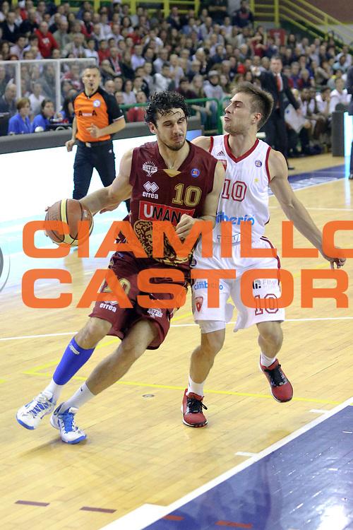 DESCRIZIONE : Milano Lega A 2013-14 Cimberio Varese vs Umana Reyer Venezia <br /> GIOCATORE : Vitali Luca<br /> CATEGORIA : Palleggio<br /> SQUADRA : Umana Venezia<br /> EVENTO : Campionato Lega A 2013-2014<br /> GARA : Cimberio Varese vs Umana Reyer Venezia<br /> DATA : 27/10/2013<br /> SPORT : Pallacanestro <br /> AUTORE : Agenzia Ciamillo-Castoria/I.Mancini<br /> Galleria : Lega Basket A 2013-2014  <br /> Fotonotizia : Milano Lega A 2013-14 EA7 Cimberio Varese vs Umana Reyer Venezia<br /> Predefinita :