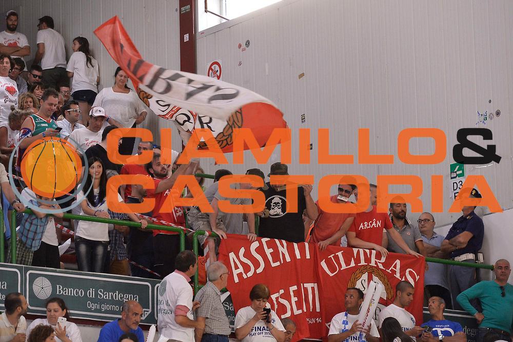 DESCRIZIONE : Sassari Lega A 2014-15 Dinamo Banco di Sardegna Sassari - Grissin Bon Reggio Emilia  Finale playoff  gara 3<br /> GIOCATORE :Tifosi GrissinBon Reggio Emilia<br /> CATEGORIA :  Low Tifosi Before <br /> SQUADRA : GrissinBon Reggio Emilia<br /> EVENTO : LegaBasket Serie A Beko 2014/2015<br /> GARA : Dinamo Banco di Sardegna Sassari - Grissin Bon Reggio Emilia Finale playoff gara 3<br /> DATA : 18/06/2015 <br /> SPORT : Pallacanestro <br /> AUTORE : Agenzia Ciamillo-Castoria /Richard Morgano<br /> Galleria : Lega Basket A 2014-2015 Fotonotizia : Sassari Lega A 2014-15 Dinamo Banco di Sardegna Sassari - Grissin Bon Reggio Emilia playoff Semifinale gara 3<br /> Predefinita :