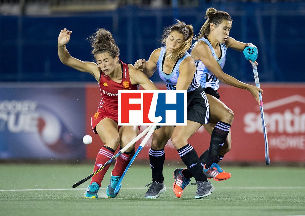 AUCKLAND - Sentinel Hockey World League final women<br /> Match id 10298<br /> 08 Argentina v England 1-0<br /> Foto: Anna Toman duel with Julia Gomes.<br /> WORLDSPORTPICS COPYRIGHT FRANK UIJLENBROEK