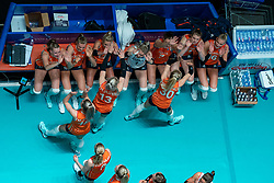 28-05-2019 NED: Volleyball Nations League Netherlands - Brazil, Apeldoorn<br /> <br /> Nicole Oude Luttikhuis #17 of Netherlands, Nika Daalderop #19 of Netherlands, Laura Dijkema #14 of Netherlands, Kirsten Knip #1 of Netherlands, Juliët Lohuis #7 of Netherlands, Eline Timmerman #31 of Netherlands, Indy Baijens #16 of Netherlands