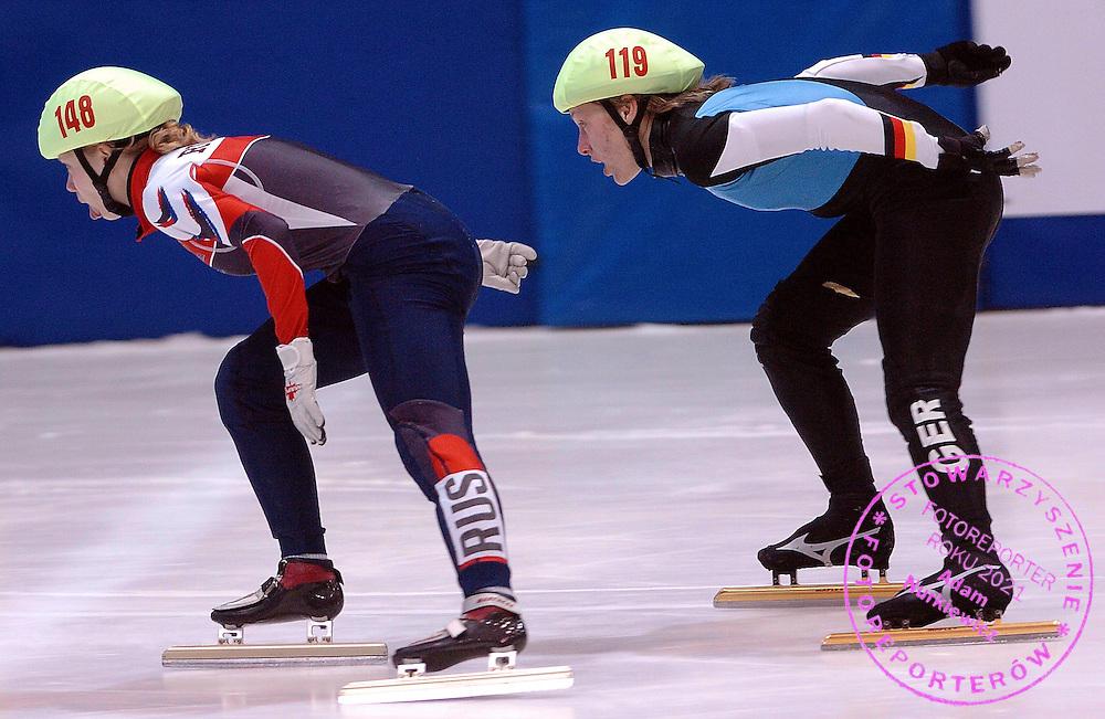 n/z.: Tatiana Borodulina (nr148-Rosja), Tina Grassow (nr119-Niemcy) podczas eliminacji na 500 metrow na Mistrzostwach Europy w lyzwiarstwie szybkim na krotkim torze w Krynicy Gorskiej. Lyzwiarstwo szybkie na krotkim torze , Polska , Krynica Gorska , 21-01-2006 , fot.: Adam Nurkiewicz / mediasport..Tatiana Borodulina (nr148-Russia) and Tina Grassow (nr119-Germany) during qualification 500 meters during European Short Track Championships in Krynica Gorska in Poland. January 21, 2006 , Speed Skating Short Track , Poland , Krynica Gorska ( Photo by Adam Nurkiewicz / mediasport )
