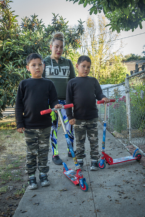 Elizabeth Sandoval with her six year old sons, Damian and Daniel, visit her mother's house in Calistoga  babyliz1588@yahoo.com